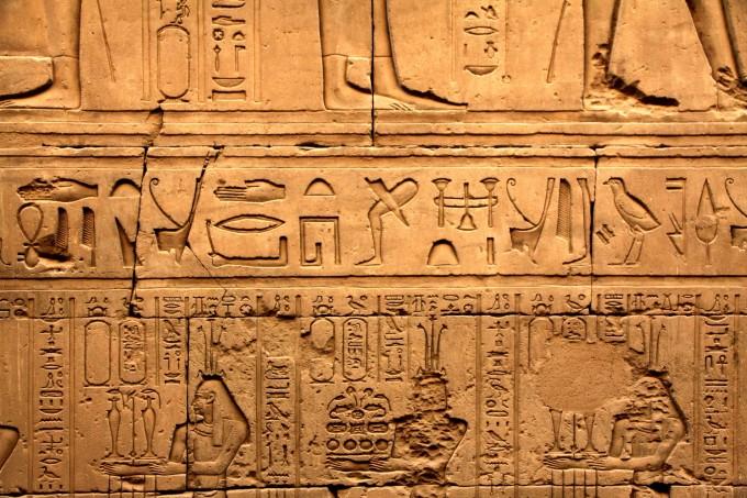 花纹石柱,神思万千,时间在这里滞留,历史就在眼前,古埃及法老的威严