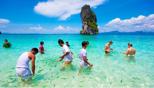 跟普吉岛的蛋岛一样,这里的海面