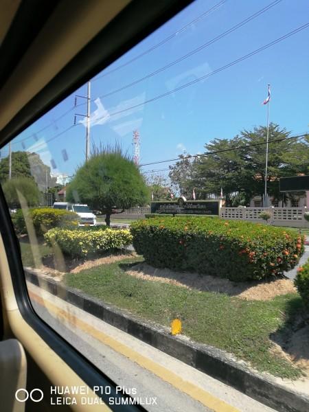 沿路的风景~一个小时左右的车程.