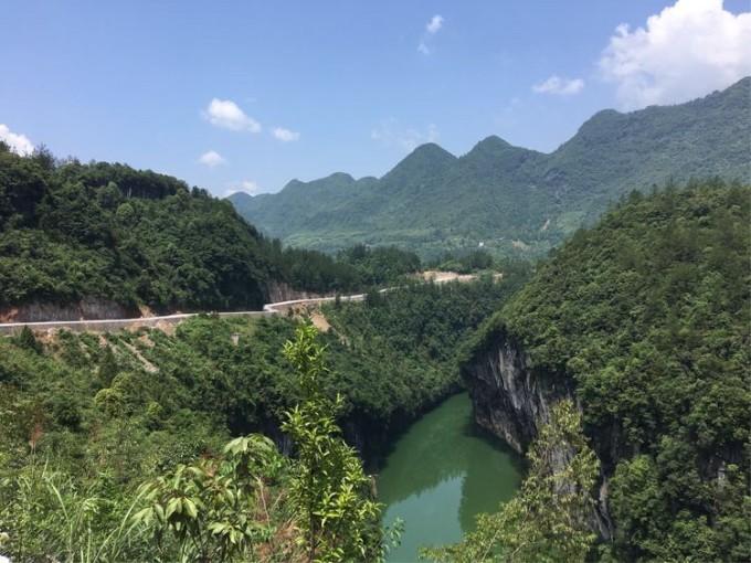 湖北恩施鹤峰县,屏山大峡谷旅游接待.