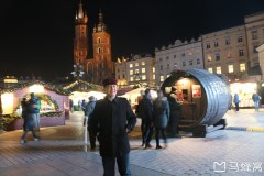 东欧六国之旅...波兰克拉科夫中央广场夜巡记