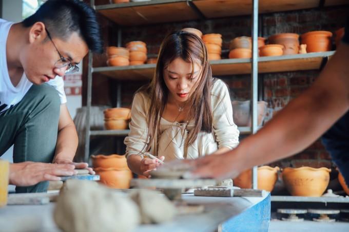 傣族人自古都非常喜欢使用陶器,明代的《百夷传