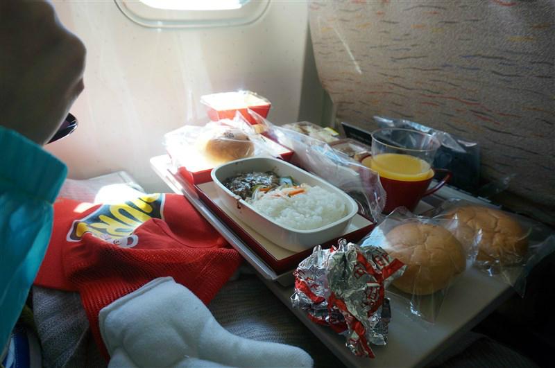 上韩亚的飞机,飞机餐不怎么合口味.