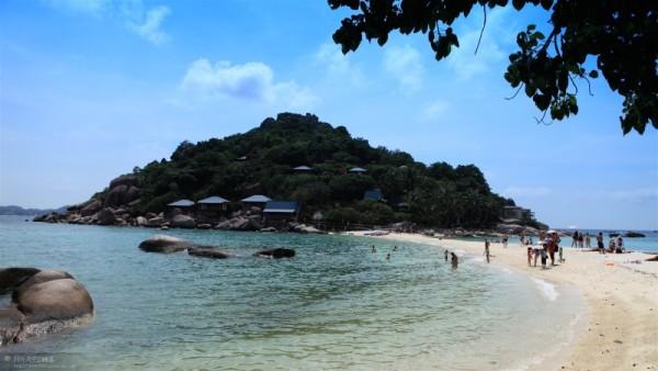 欧美海滩天体浴囹�a_南园岛是欧美人士首推的天体浴场,天体浴被当作一种回归自然和享受