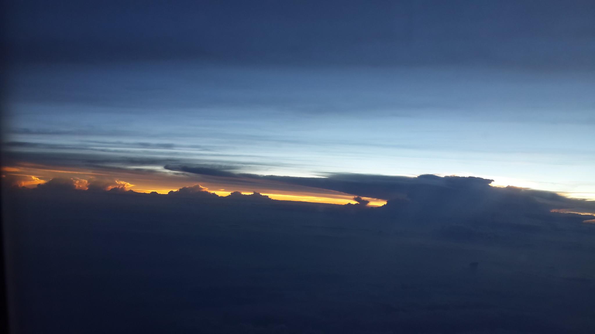 飞机上看日落