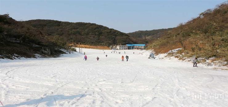 青岛灵珠山滑雪场