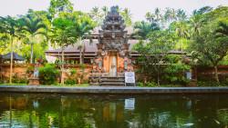 巴厘岛景点-圣泉寺(Tirta Empul Temple)