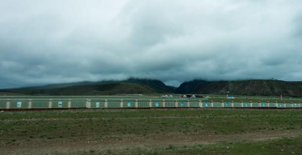 【赛马场,里面场地很大,有类似体育场的看台】-在路上 西藏