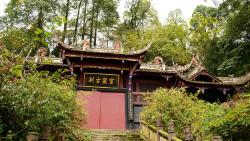 都江堰景点-灵岩寺