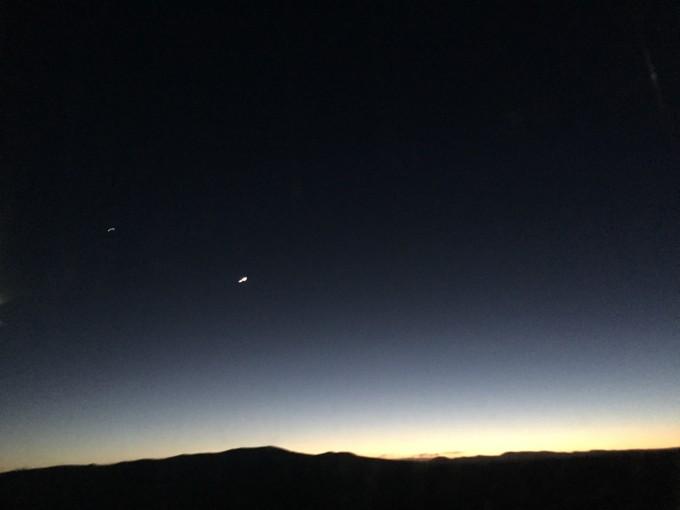 看到月亮了 月牙 星星陪着 真是美啊图片