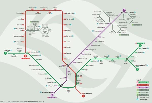 新山的海关,一个是新加坡兀兰海关,在新加坡需要带上所有的行李。大巴车会在楼下的停车场等你,如果过关的时间太长了,那就等下一班同公司的巴士。 大巴下车的地点靠近武吉士地铁站,而我们住的民宿是在中岜鲁地铁站附近,因此可以坐绿线的地铁前往,需要注意的是,新加坡的地铁分为好几种,具体的信息,可以参考:http://bbs.