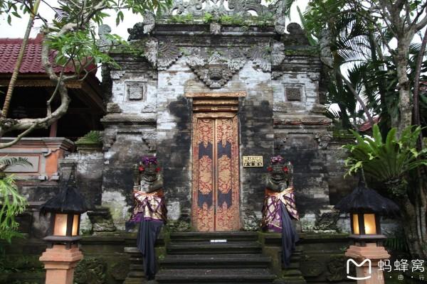 巴厘岛 游记   圣猴森林到乌布皇宫只有几分钟的车程,到乌布皇宫大概