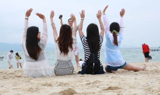 玩玩细沙,和朋友漫步于沙滩,一家人享受天伦之乐,或是和恋人牵手走